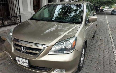 Un carro Honda Odyssey 2006 en Nuevo León