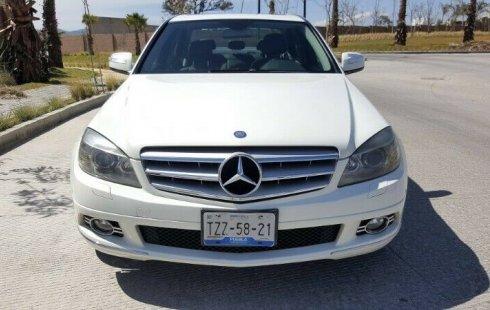 Carro Mercedes-Benz Clase C 2008 de único propietario en buen estado