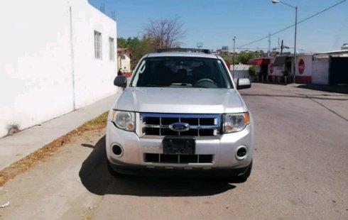Carro Ford Escape 2009 de único propietario en buen estado