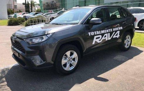 Carro Toyota RAV4 2019 de único propietario en buen estado