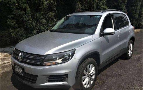 Carro Volkswagen Tiguan 2015 de único propietario en buen estado