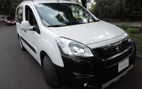 Urge!! Un excelente Peugeot Partner Tepee 2017 Manual vendido a un precio increíblemente barato en Azcapotzalco