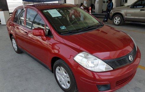 Un carro Nissan Tiida 2012 en Texcoco