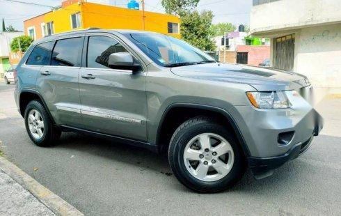 Me veo obligado vender mi carro Jeep Grand Cherokee 2012 por cuestiones económicas