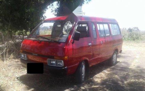 Quiero vender urgentemente mi auto Nissan Ichi van 1992 muy bien estado