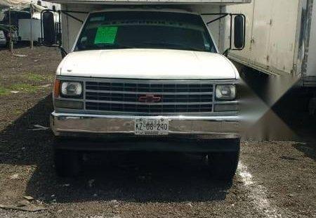 Pongo a la venta cuanto antes posible un Chevrolet 3500 que tiene todos los documentos necesarios