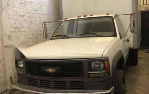 En venta un Chevrolet 3500 2005 Manual en excelente condición