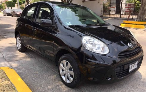 Un carro Nissan March 2012 en México State