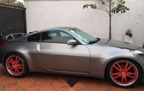Vendo un carro Nissan 350Z 2003 excelente, llámama para verlo