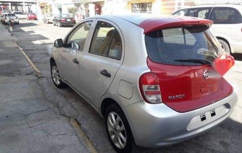 Un carro Nissan March 2016 en Gustavo A. Madero