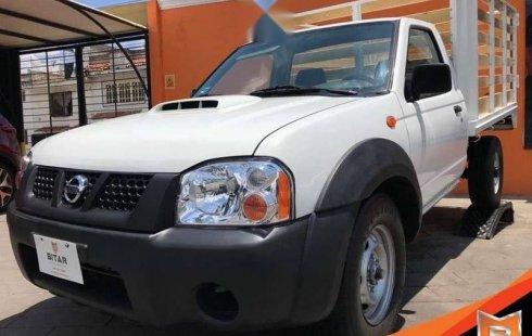 Carro Nissan Estacas 2013 de único propietario en buen estado