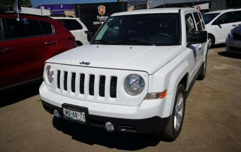 Carro Jeep Patriot 2015 de único propietario en buen estado