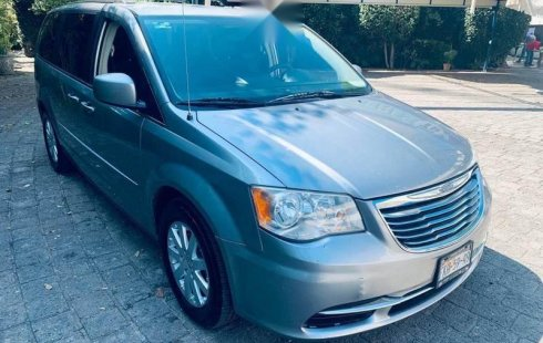 Chrysler Town & Country 2014 barato