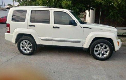 Quiero vender un Jeep Liberty en buena condicción