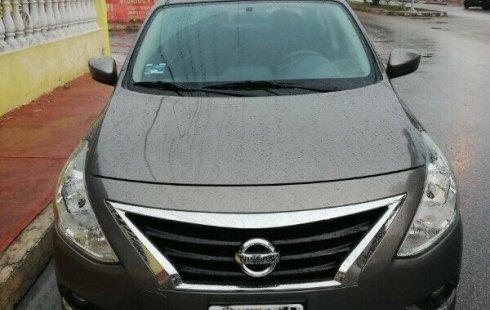 Se vende un Nissan Versa de segunda mano