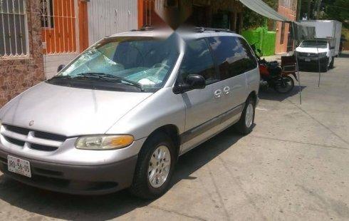 Quiero vender un Chrysler Voyager en buena condicción