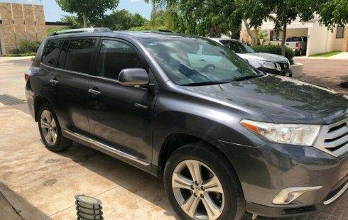 Quiero vender urgentemente mi auto Toyota Highlander 2013 muy bien estado
