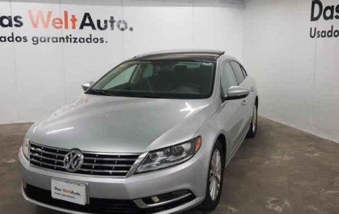 Carro Volkswagen Passat 2015 de único propietario en buen estado