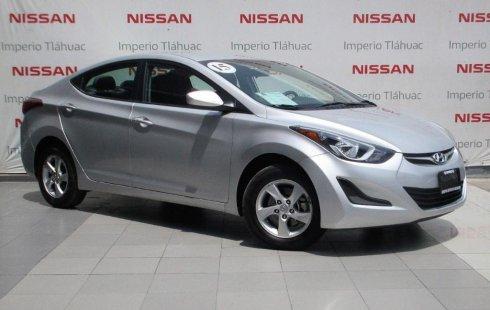 Coche impecable Hyundai Elantra con precio asequible