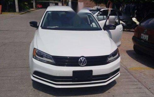 Carro Volkswagen Jetta 2017 de único propietario en buen estado
