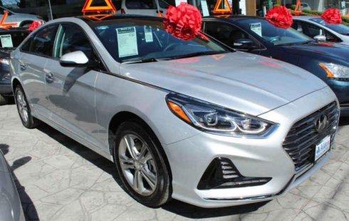 Carro Hyundai Sonata 2018 de único propietario en buen estado