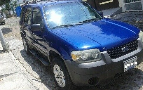 Un carro Ford Escape 2006 en Querétaro