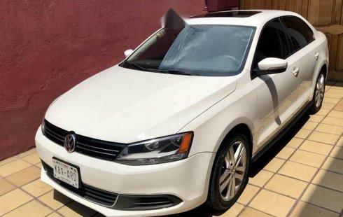 Carro Volkswagen Jetta 2012 de único propietario en buen estado