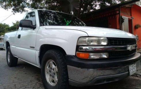 Carro Chevrolet 1500 2001 de único propietario en buen estado