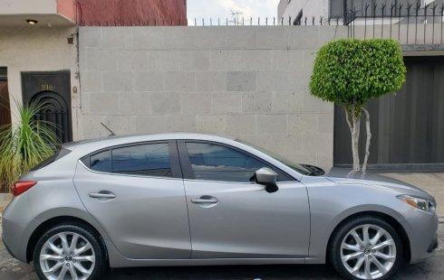 Un carro Mazda 3 2014 en Cuauhtémoc