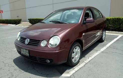 Pongo a la venta cuanto antes posible un Volkswagen Polo que tiene todos los documentos necesarios