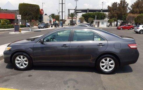 Carro Toyota Camry 2011 de único propietario en buen estado