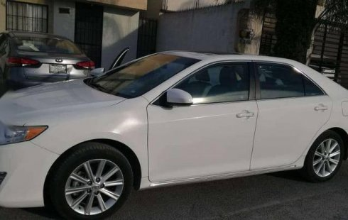 Tengo que vender mi querido Toyota Camry 2012 en muy buena condición