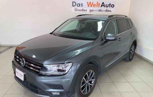 Carro Volkswagen Tiguan 2018 de único propietario en buen estado