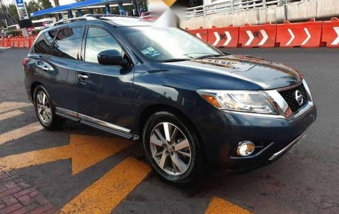 Carro Nissan Pathfinder 2015 de único propietario en buen estado
