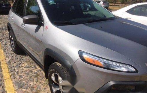 Me veo obligado vender mi carro Jeep Cherokee 2014 por cuestiones económicas