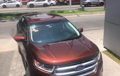 Un carro Ford Edge 2015 en Zapopan