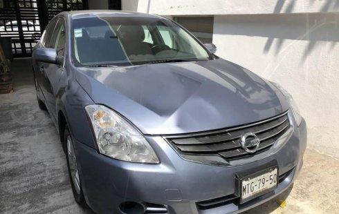 Un Nissan Altima 2012 impecable te está esperando