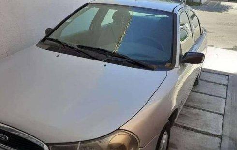 Carro Ford Contour 2000 de único propietario en buen estado