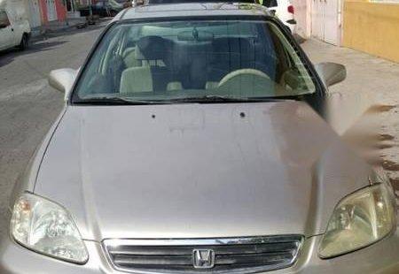 Carro Honda Civic 2000 de único propietario en buen estado