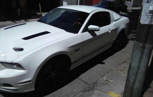 Me veo obligado vender mi carro Ford Mustang 2013 por cuestiones económicas