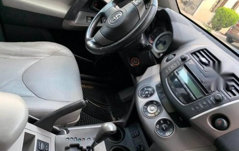 Pongo a la venta un Toyota RAV4 en excelente condicción