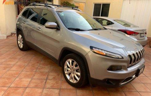 Jeep Cherokee Limited 2015, $280,000; 87,000 km.