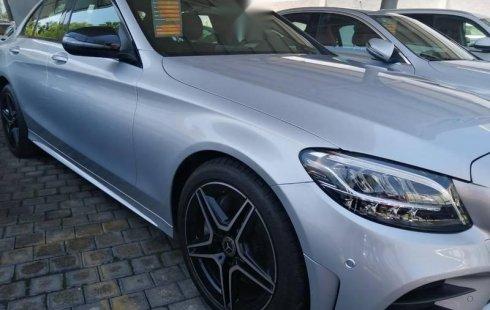 Me veo obligado vender mi carro Mercedes-Benz Clase C 2019 por cuestiones económicas