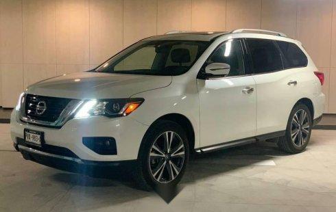 Un Nissan Pathfinder 2018 impecable te está esperando