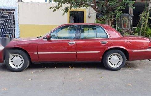 Tengo que vender mi querido Ford Grand Marquis 1998 en muy buena condición