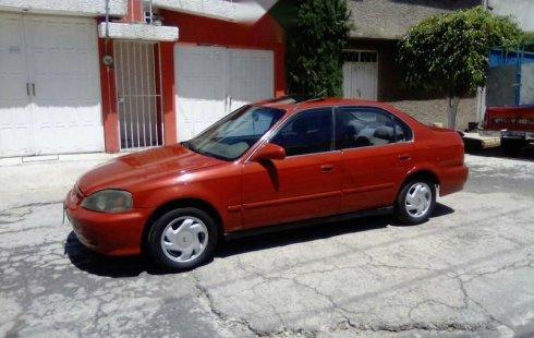 Un carro Honda Civic 2000 en Gustavo A. Madero