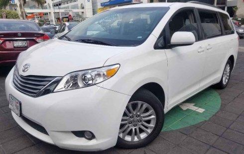 Urge!! Vendo excelente Toyota Sienna 2013 Automático en en Gustavo A. Madero