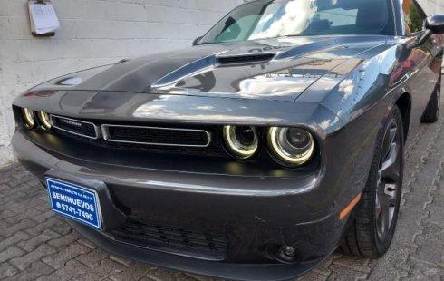 En venta carro Dodge Challenger 2017 en excelente estado