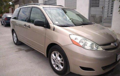 Tengo que vender mi querido Toyota Sienna 2006