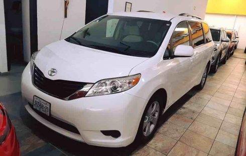 Quiero vender urgentemente mi auto Toyota Sienna 2011 muy bien estado